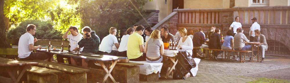 Die Grill- und Sitzecke vor der Villa (Foto: Viktor Schanz @splittedvik)